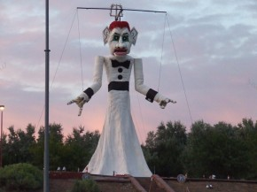 Zozobra_Awaiting Rvaldez4018 at English Wikipedia